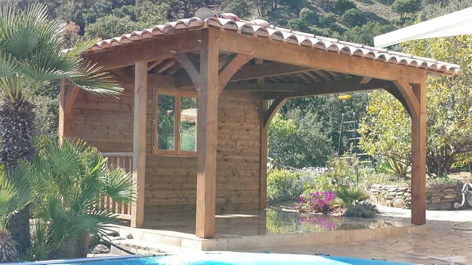 Pool House 4 pentes avec bardage et garde corps